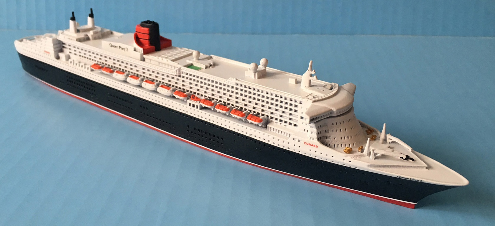 Queen Mary 2 cruise ship model Picture